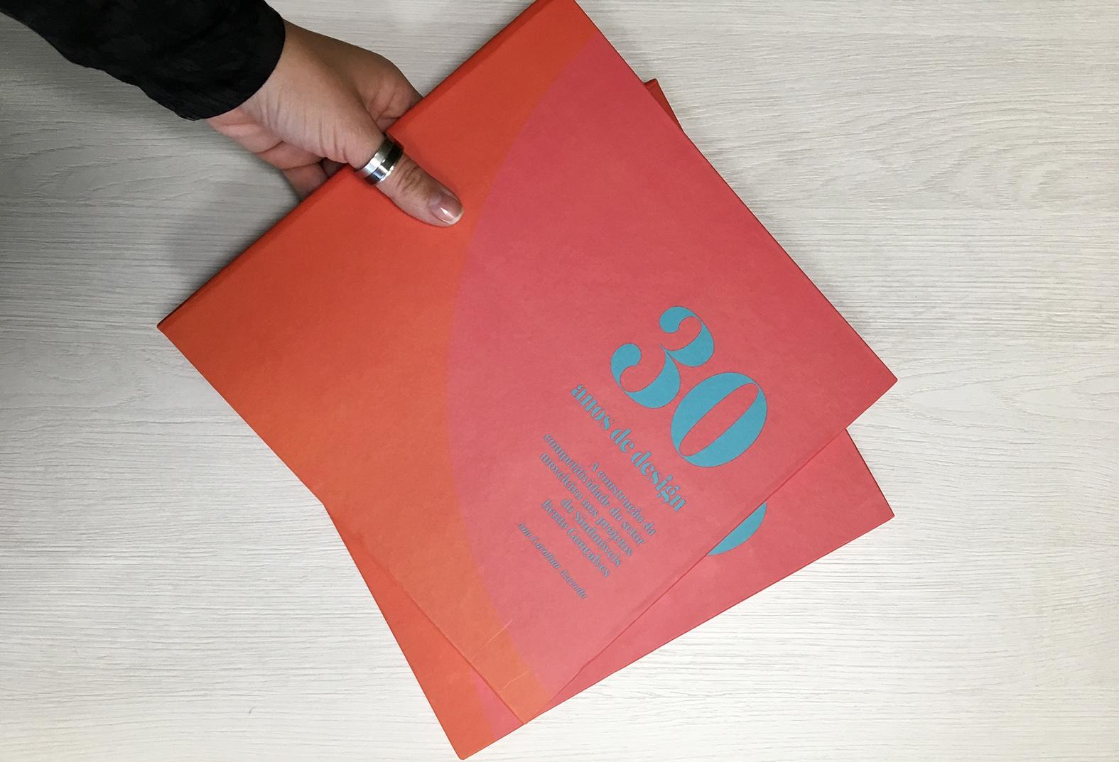 Sindmóveis lança livro sobre os 30 anos de seus projetos em design